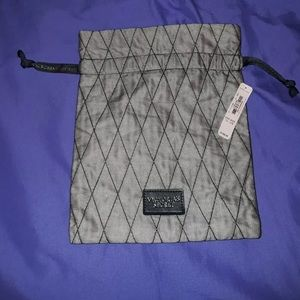 Victoria's Secret || NWT Quilted Cinch Bag